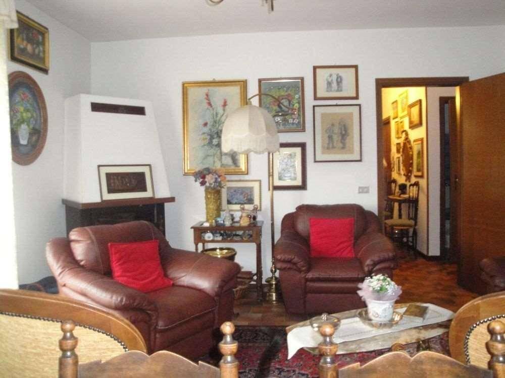 Appartamento in buone condizioni in vendita Rif. 7044795