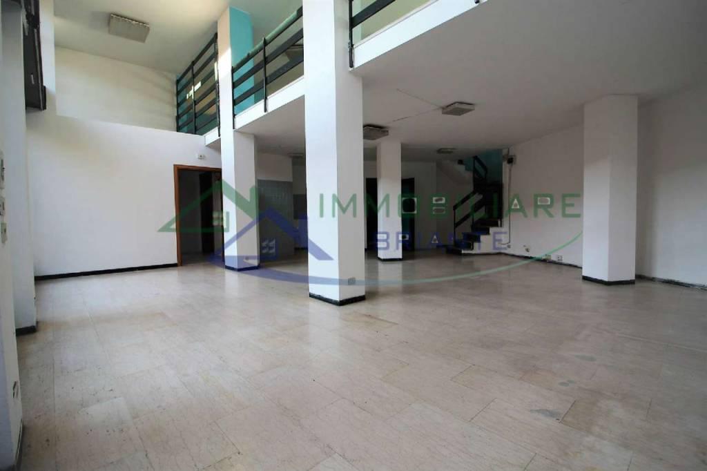 Negozio / Locale in vendita a Somma Lombardo, 2 locali, prezzo € 75.000 | CambioCasa.it
