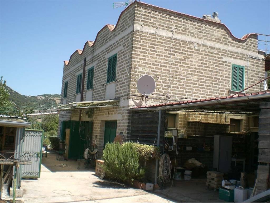 Rustico / Casale in buone condizioni in vendita Rif. 4837014