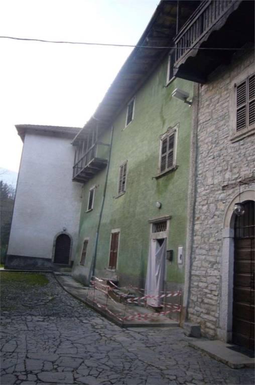 Villa a Schiera in vendita a Berbenno, 9 locali, prezzo € 50.000   PortaleAgenzieImmobiliari.it