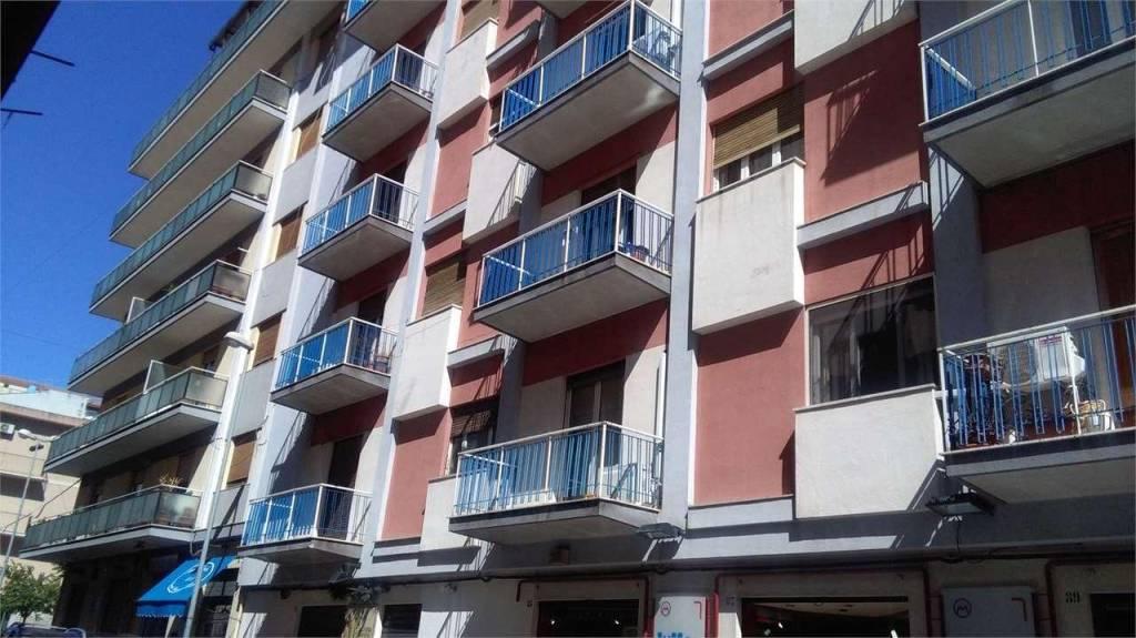Appartamento in buone condizioni in affitto Rif. 4571133