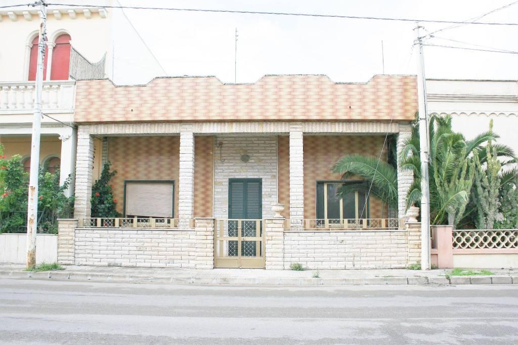 Villa in vendita a Racale, 5 locali, prezzo € 68.000   CambioCasa.it