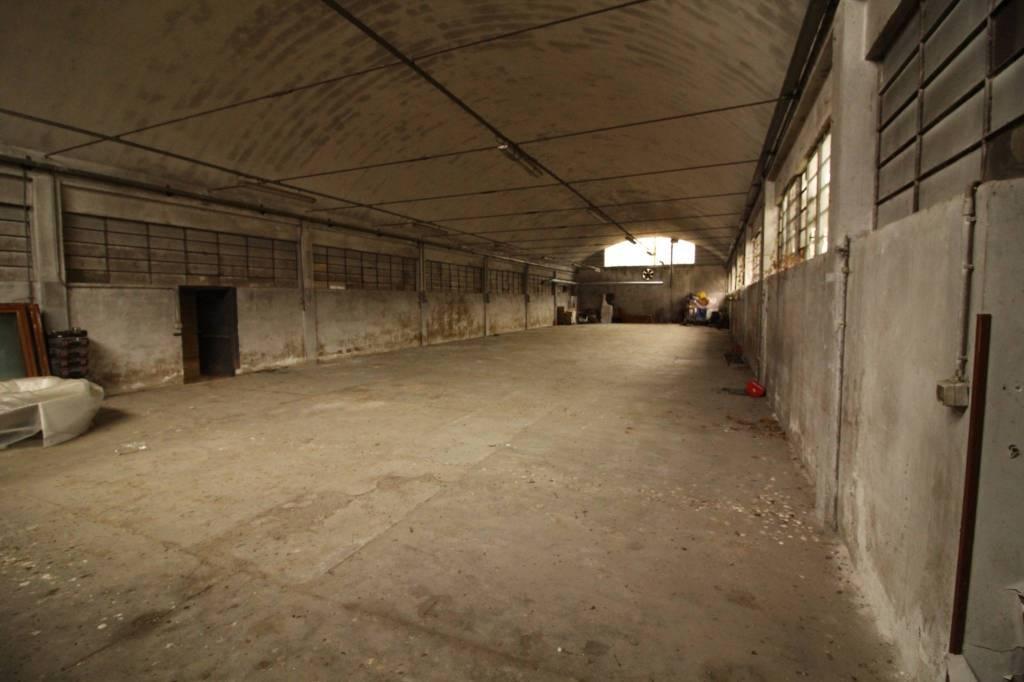 Capannone in vendita a Fagnano Olona, 2 locali, prezzo € 150.000 | PortaleAgenzieImmobiliari.it