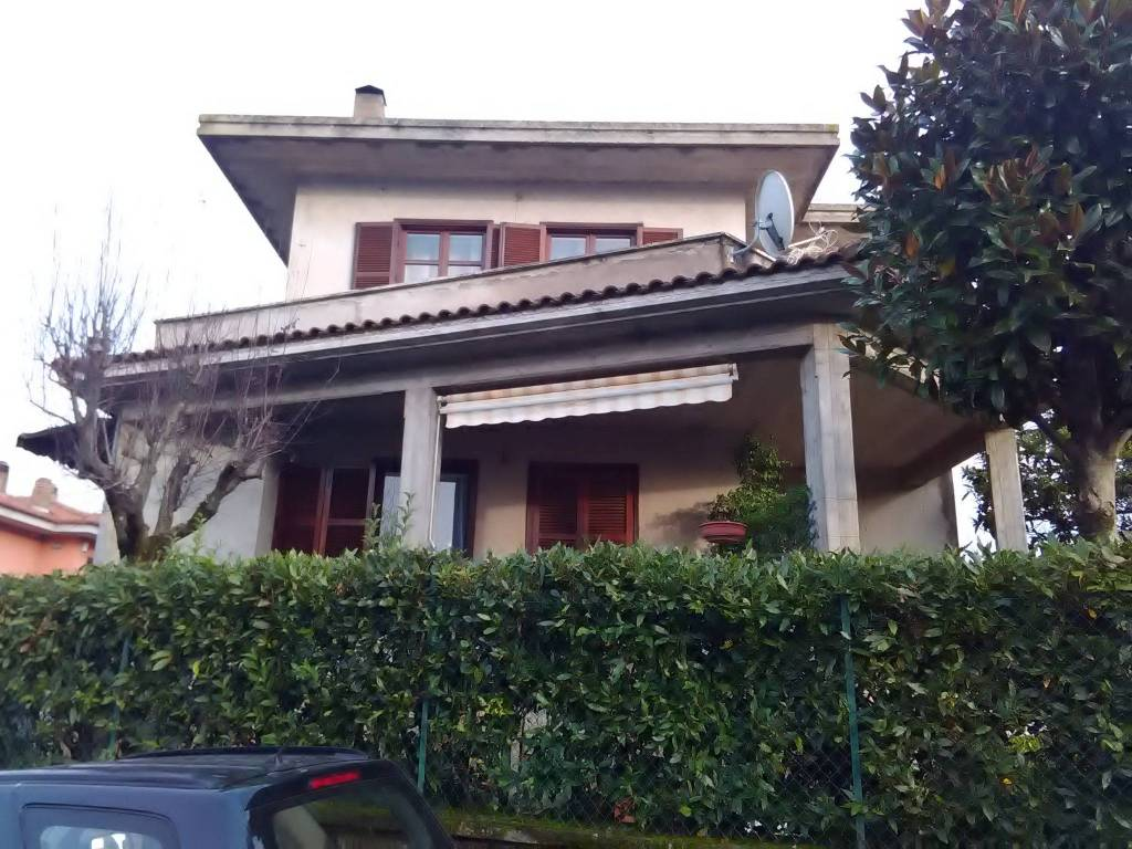 Appartamento in vendita a Vetralla, 7 locali, prezzo € 120.000 | CambioCasa.it