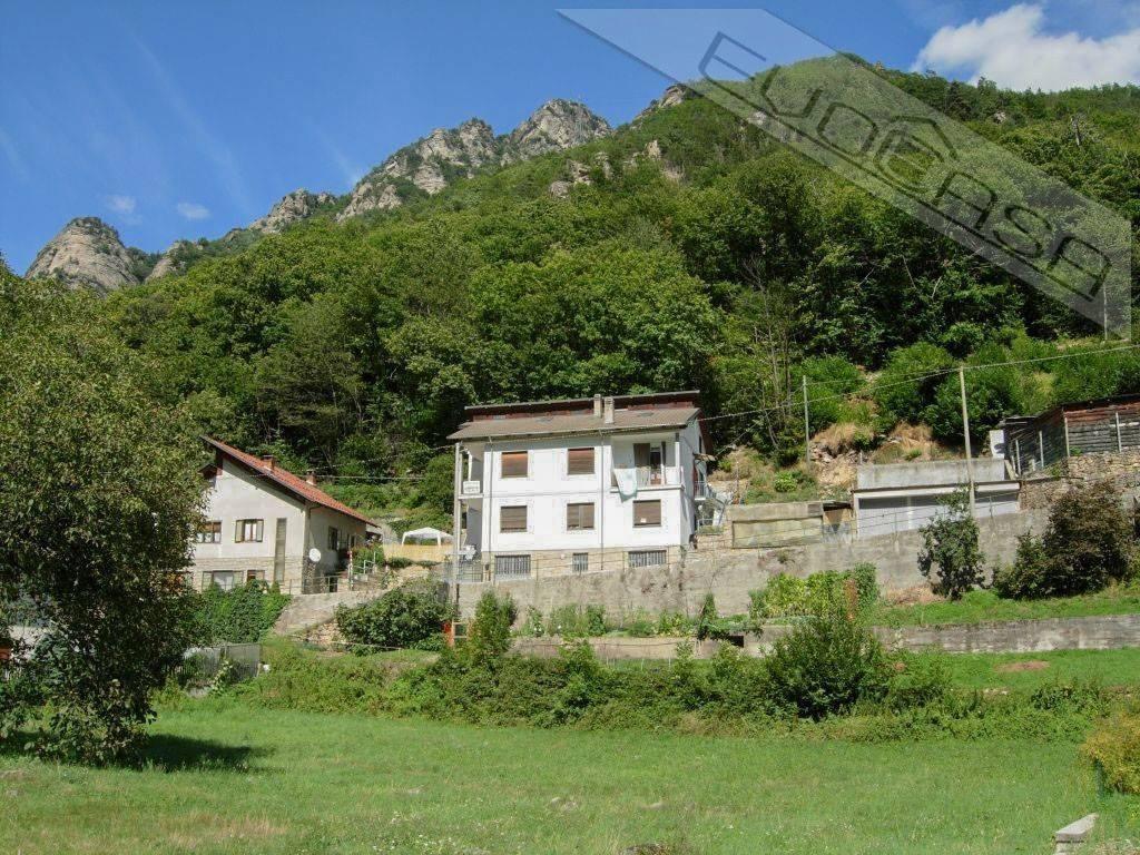 Foto 1 di Bilocale strada Provinciale 23 del Colle di Sestriere 9, Roure