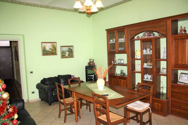 Appartamento in buone condizioni in vendita Rif. 4200442