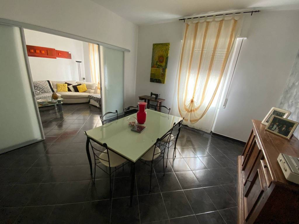 Appartamento parzialmente arredato in vendita Rif. 9259335