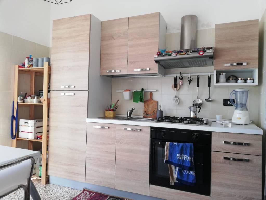 Appartamento in buone condizioni in affitto Rif. 8618066