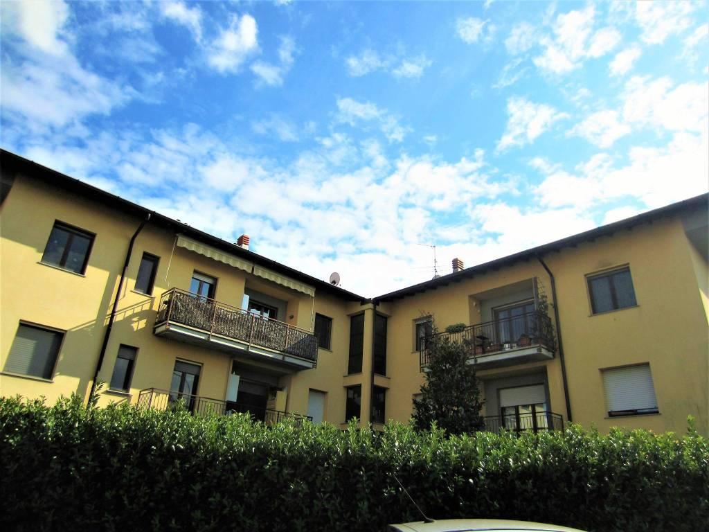 Appartamento in buone condizioni in vendita Rif. 8143864