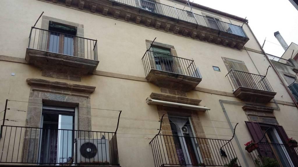 Appartamento in Vendita a Caltagirone Centro: 3 locali, 65 mq