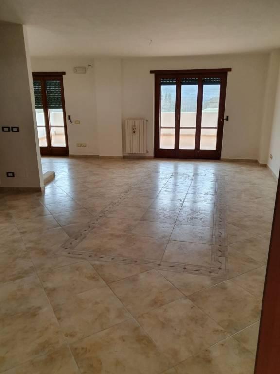 Appartamento in affitto a Mercato San Severino, 3 locali, prezzo € 500 | CambioCasa.it
