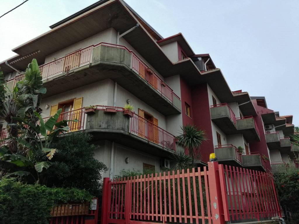 Appartamento in Vendita a Aci Sant'Antonio Centro: 4 locali, 100 mq