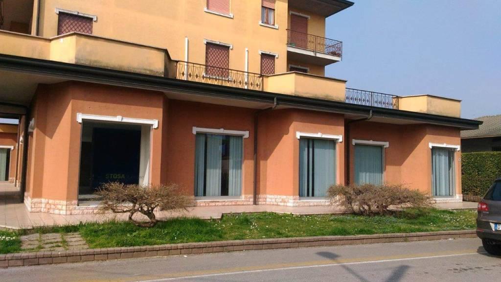 Negozio / Locale in affitto a Caravaggio, 3 locali, prezzo € 1.800   PortaleAgenzieImmobiliari.it