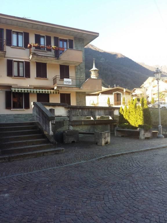 Soluzione Indipendente in vendita a Cortenova, 10 locali, Trattative riservate | CambioCasa.it