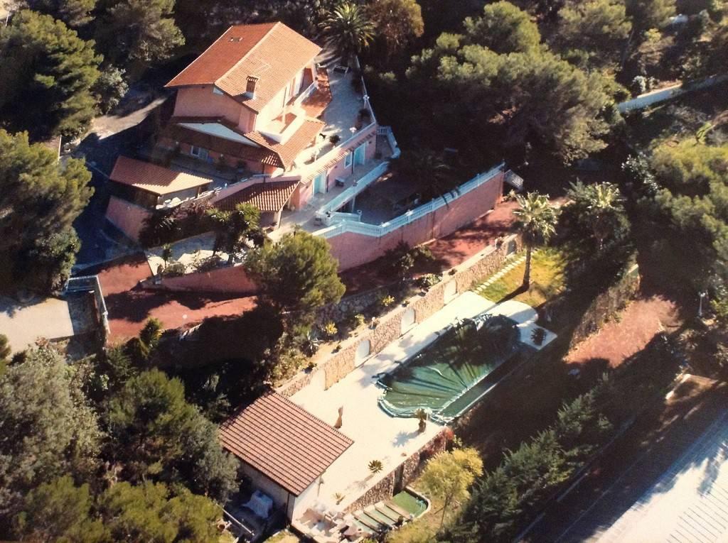 Villa in vendita a Camporosso, 10 locali, prezzo € 1.250.000 | CambioCasa.it