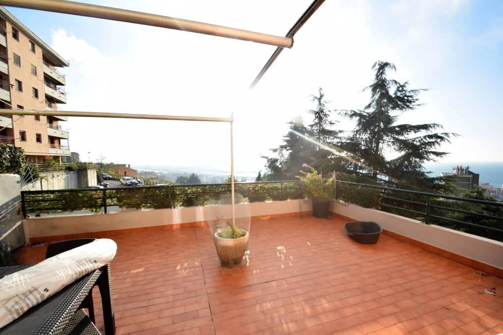 Appartamento in vendita a Genova, 5 locali, zona Prà, prezzo € 175.000 | PortaleAgenzieImmobiliari.it