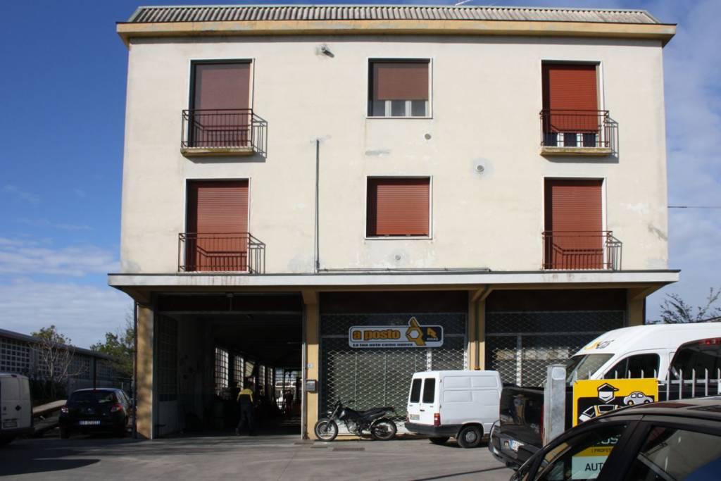 Capannone in vendita a Pizzighettone, 6 locali, prezzo € 160.000 | PortaleAgenzieImmobiliari.it