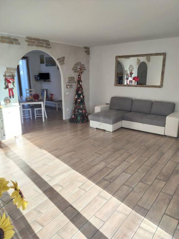 Villa a Schiera in vendita a Ferno, 4 locali, prezzo € 265.000 | CambioCasa.it