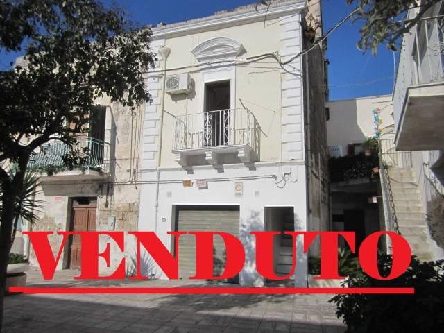 Appartamento in buone condizioni parzialmente arredato in vendita Rif. 4186199