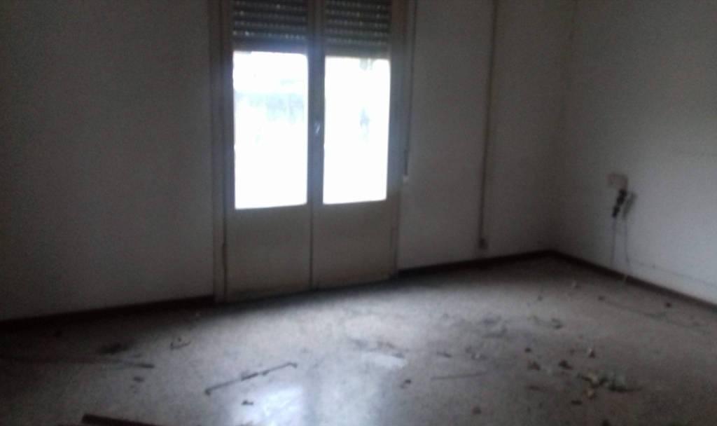 Appartamento in vendita a Salsomaggiore Terme, 5 locali, prezzo € 50.000 | PortaleAgenzieImmobiliari.it