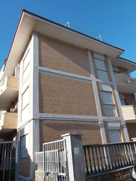 Appartamento in vendita a Fiumicino, 3 locali, prezzo € 179.000   CambioCasa.it