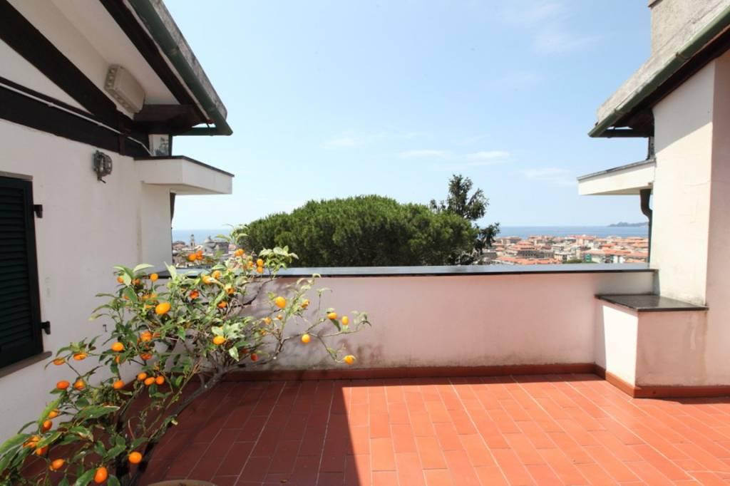 Villa in vendita a Chiavari, 18 locali, prezzo € 1.500.000   CambioCasa.it