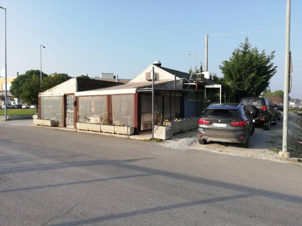 Attivita'-licenza in Vendita a Savignano Sul Rubicone Periferia: 172 mq
