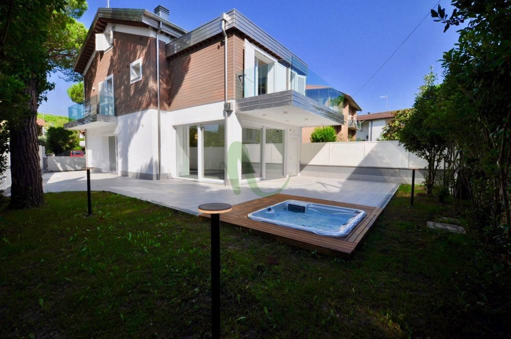 Villa in Vendita a Cervia Centro: 5 locali, 160 mq