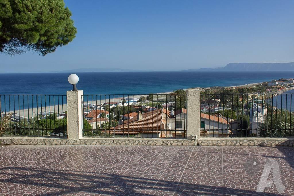 Appartamento in vendita a Messina, 3 locali, prezzo € 165.000 | CambioCasa.it