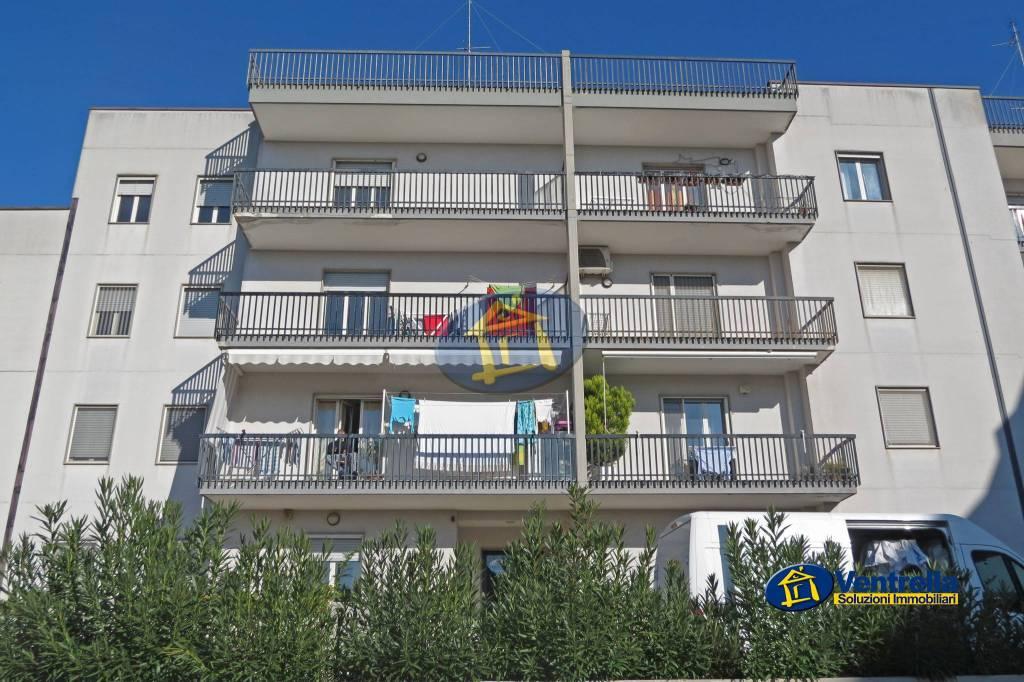 Appartamento in buone condizioni parzialmente arredato in vendita Rif. 6839267