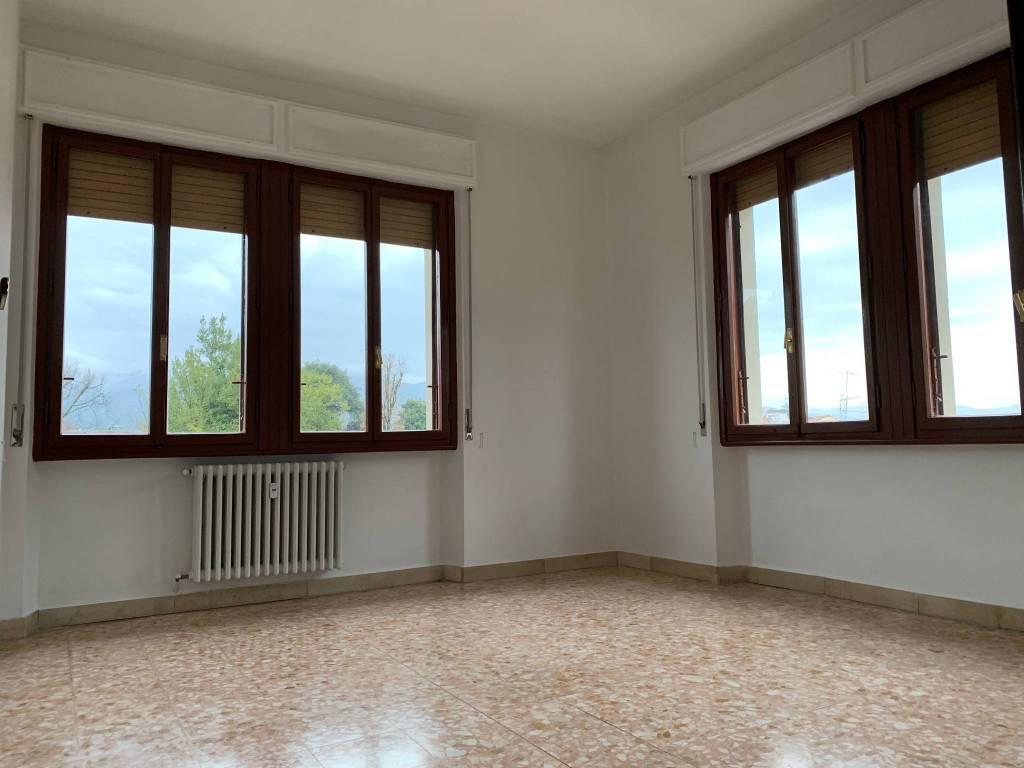 Appartamento in Affitto a Pistoia Centro: 4 locali, 110 mq
