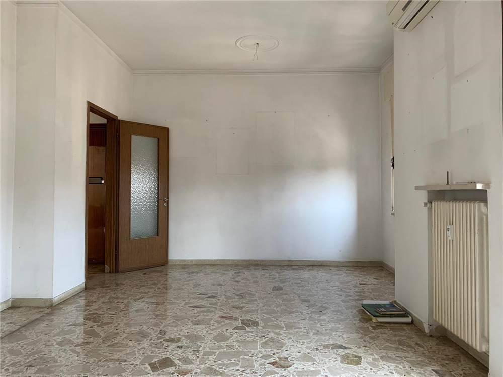 Appartamento da ristrutturare in vendita Rif. 8607645