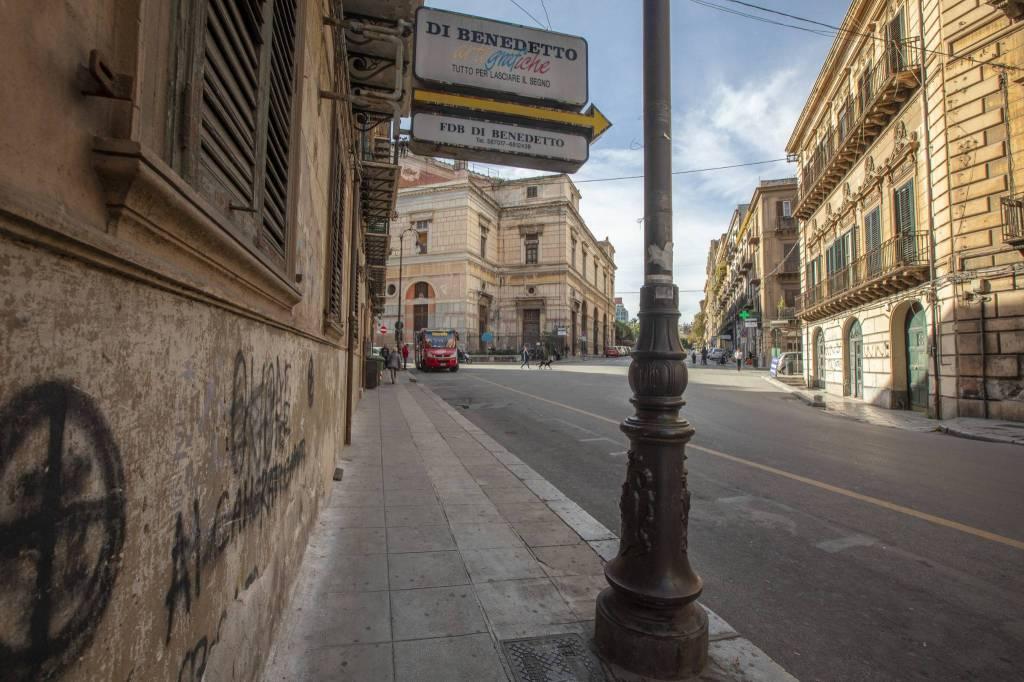 Negozio-locale in Affitto a Palermo Centro: 5 locali, 130 mq
