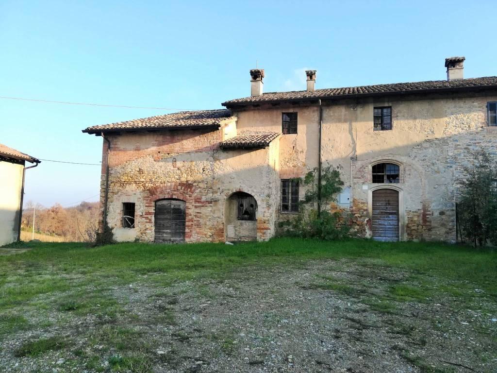 Rustico in Vendita a Carpaneto Piacentino: 5 locali, 292 mq