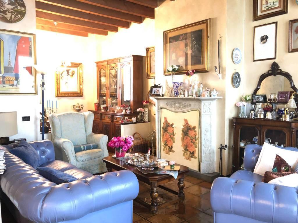 Appartamento in vendita a Rozzano, 5 locali, prezzo € 330.000 | CambioCasa.it