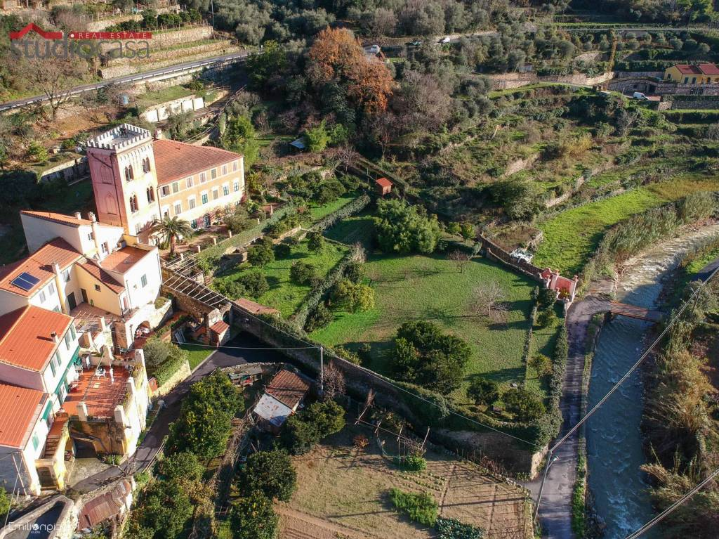 Palazzo / Stabile in vendita a Finale Ligure, 5 locali, prezzo € 750.000 | PortaleAgenzieImmobiliari.it