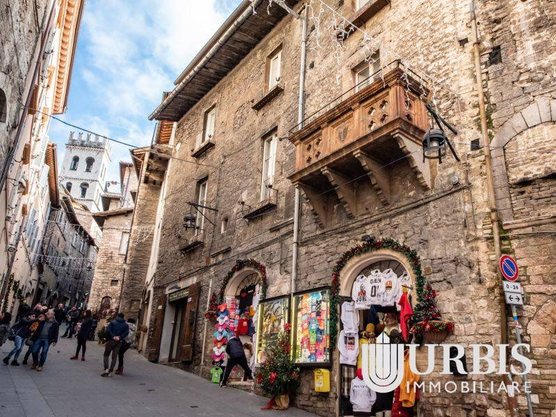Appartamento in vendita a Assisi, 4 locali, prezzo € 275.000 | CambioCasa.it