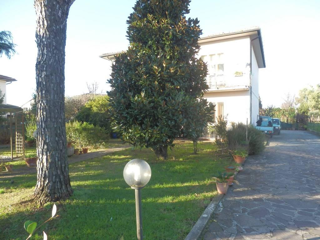 Villa in Vendita a San Giuliano Terme Centro: 5 locali, 235 mq