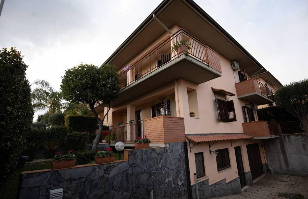 Villetta in Vendita a Aci Sant'Antonio Centro: 5 locali, 150 mq