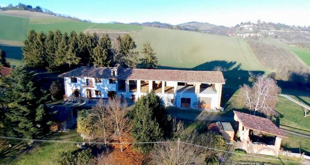Rustico / Casale in vendita a Robella, 12 locali, prezzo € 350.000 | PortaleAgenzieImmobiliari.it