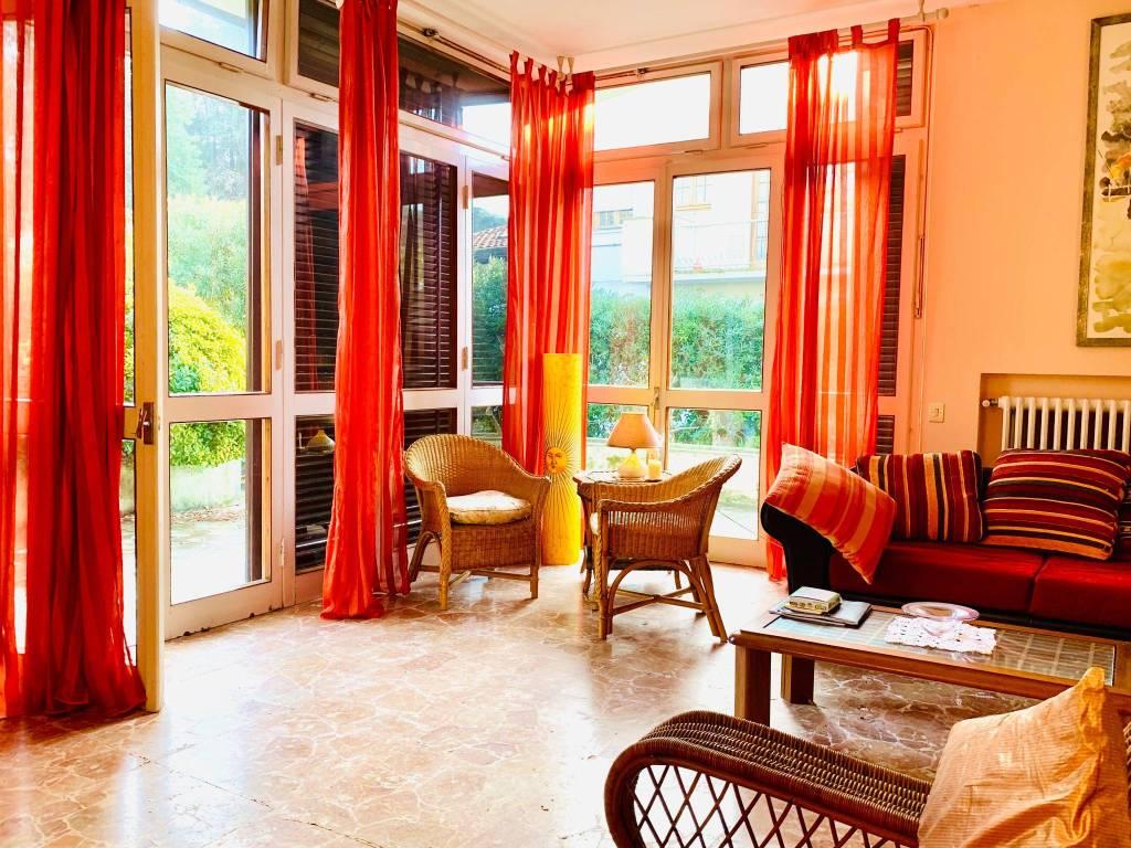 Villa in vendita a Pietrasanta, 10 locali, prezzo € 900.000 | PortaleAgenzieImmobiliari.it