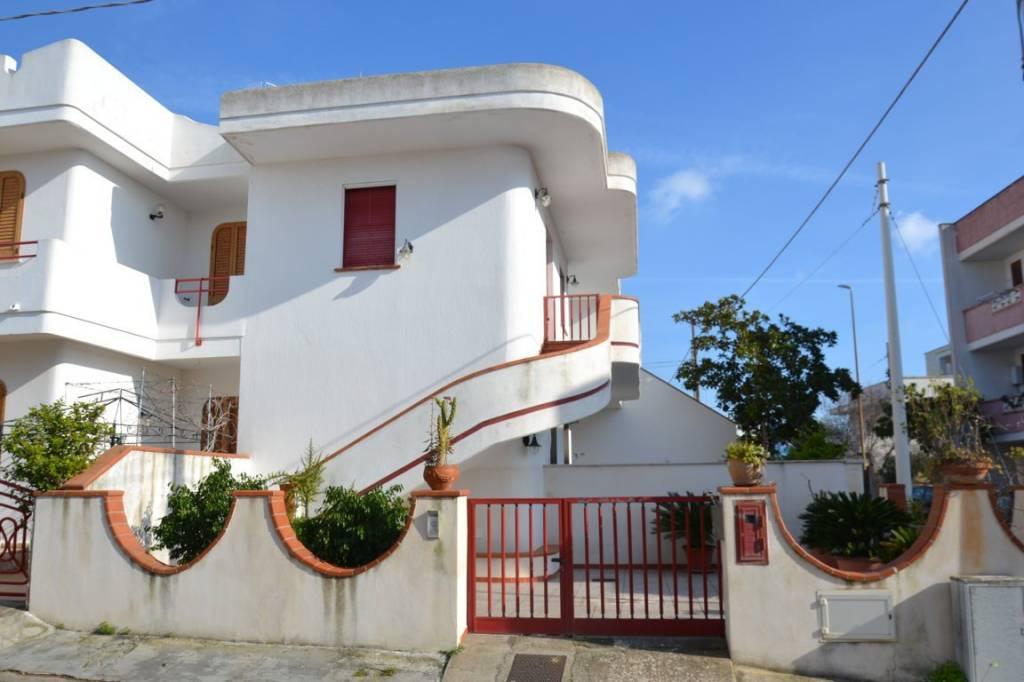 Appartamento in vendita a Castrignano del Capo, 5 locali, prezzo € 120.000 | PortaleAgenzieImmobiliari.it