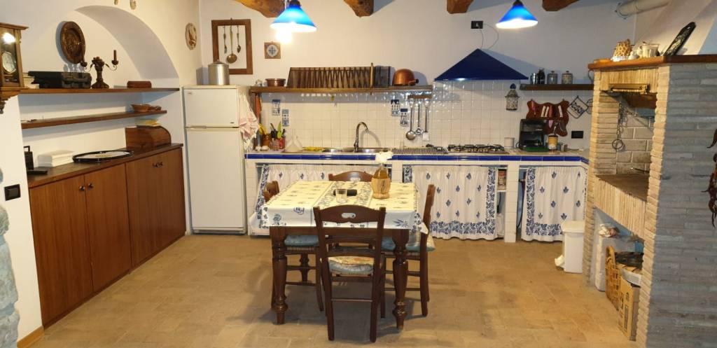 Rustico in Vendita a Sant'Agata Feltria: 5 locali, 200 mq