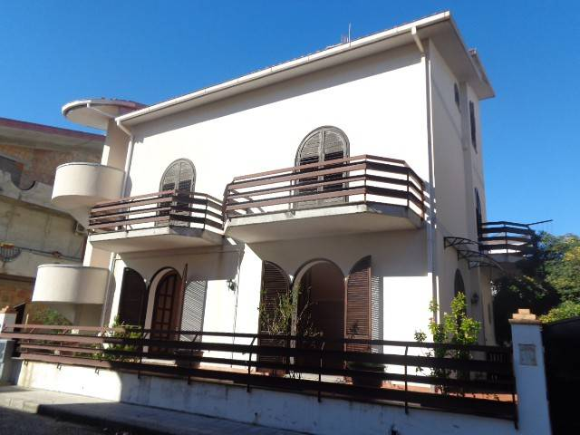 Villa in vendita a Siderno, 6 locali, Trattative riservate | CambioCasa.it