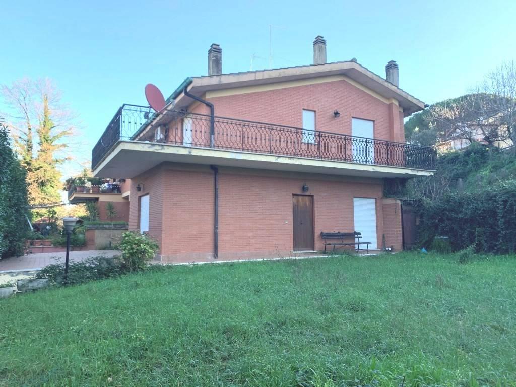 Villa in vendita a Manziana, 6 locali, prezzo € 265.000 | CambioCasa.it