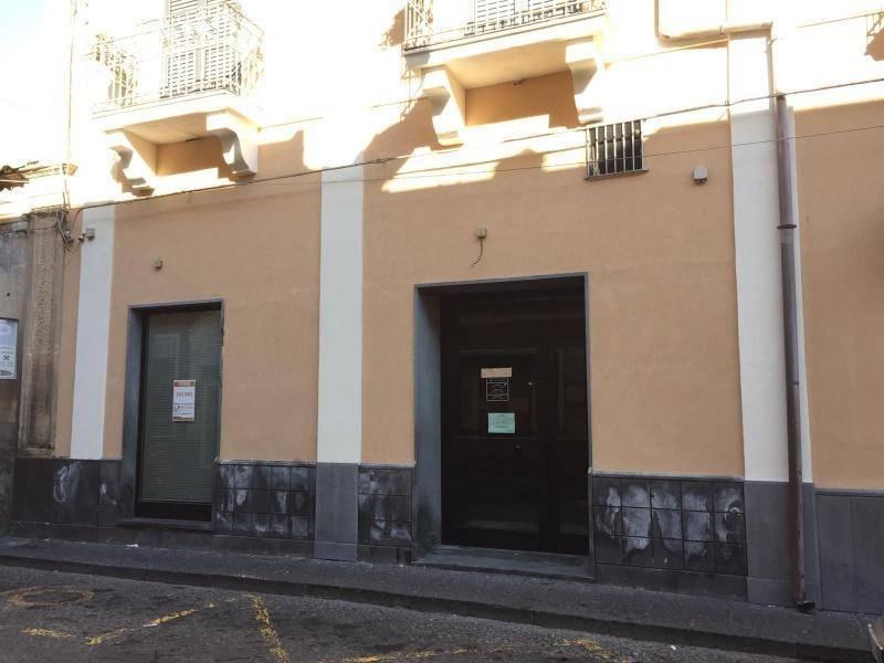 Negozio-locale in Vendita a Santa Maria Di Licodia: 5 locali, 260 mq