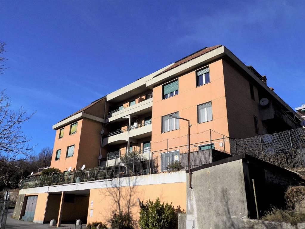 Appartamento in buone condizioni in vendita Rif. 9179623