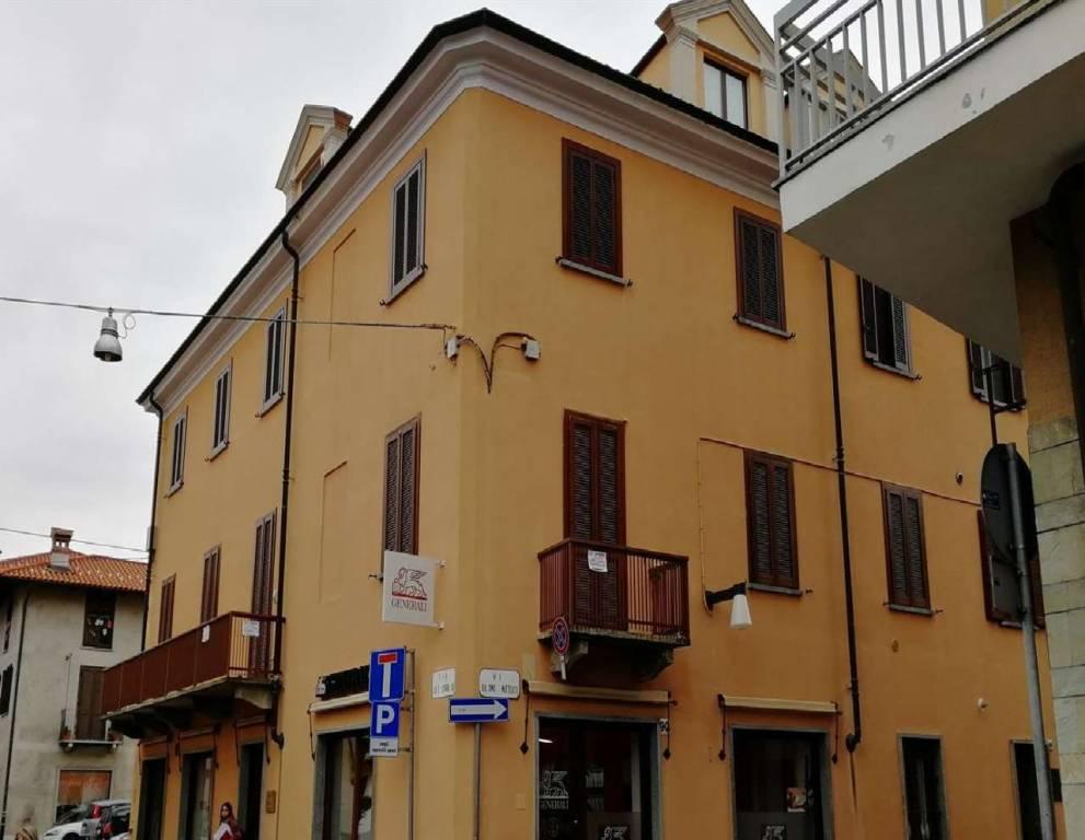 Appartamento in vendita a Ciriè, 9 locali, prezzo € 190.000   CambioCasa.it