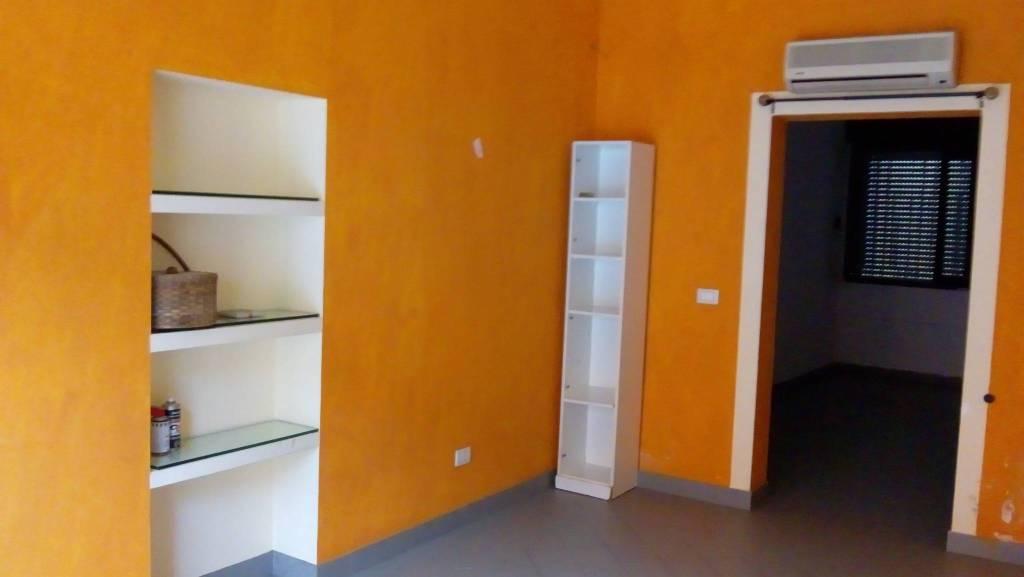 Negozio / Locale in affitto a Calusco d'Adda, 2 locali, prezzo € 300 | PortaleAgenzieImmobiliari.it