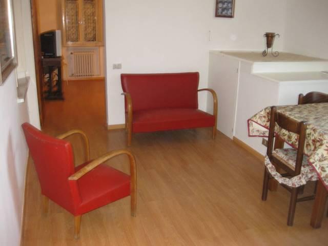 Appartamento in buone condizioni arredato in affitto Rif. 4988904